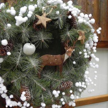 Dekokranz (45 cm) mit Schnee und Tannenzapfen