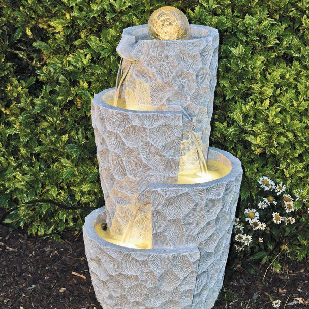 Moderner Spiralbrunnen Naima mit rollender Glaskugel, LED-Beleuchtung und Pumpe (klein)
